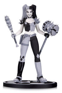 Batman Black & White Statue Harley By Amanda Conner