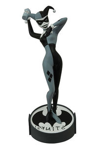 SDCC 2015 Exclusive Femme Fatales Batman The Animated Series Harley Quinn Black & White PVC Statue